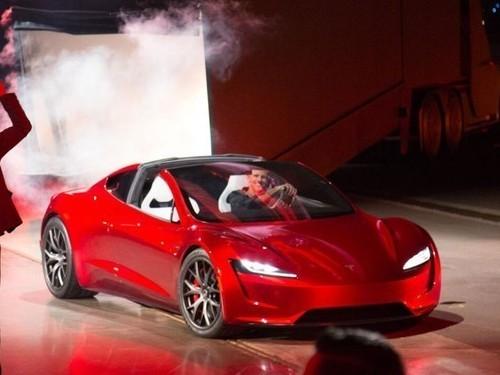 特斯拉新款Roadster车亮相